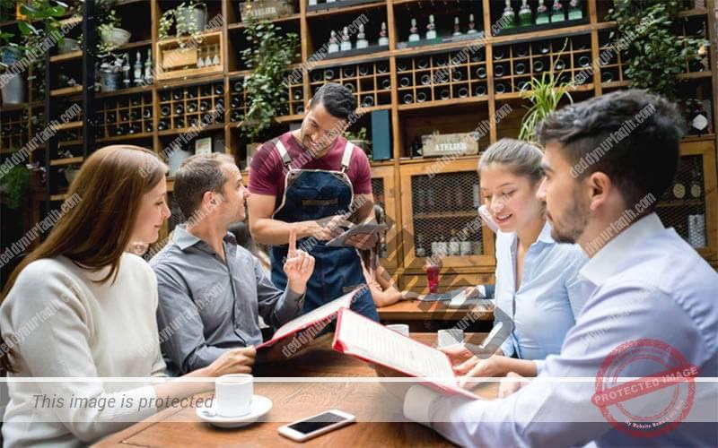 Fokus pada siganature dishes pada acara soft opening restoran Anda